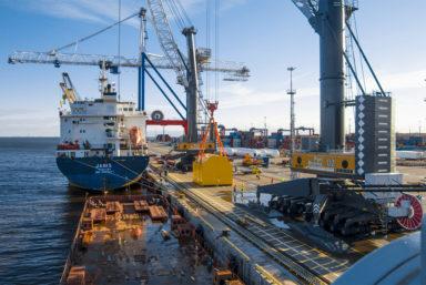 В порту «Бронка» прошла перегрузка магнита для российского коллайдера