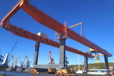 Порт Туапсе получил новый козловой кран «Барс»