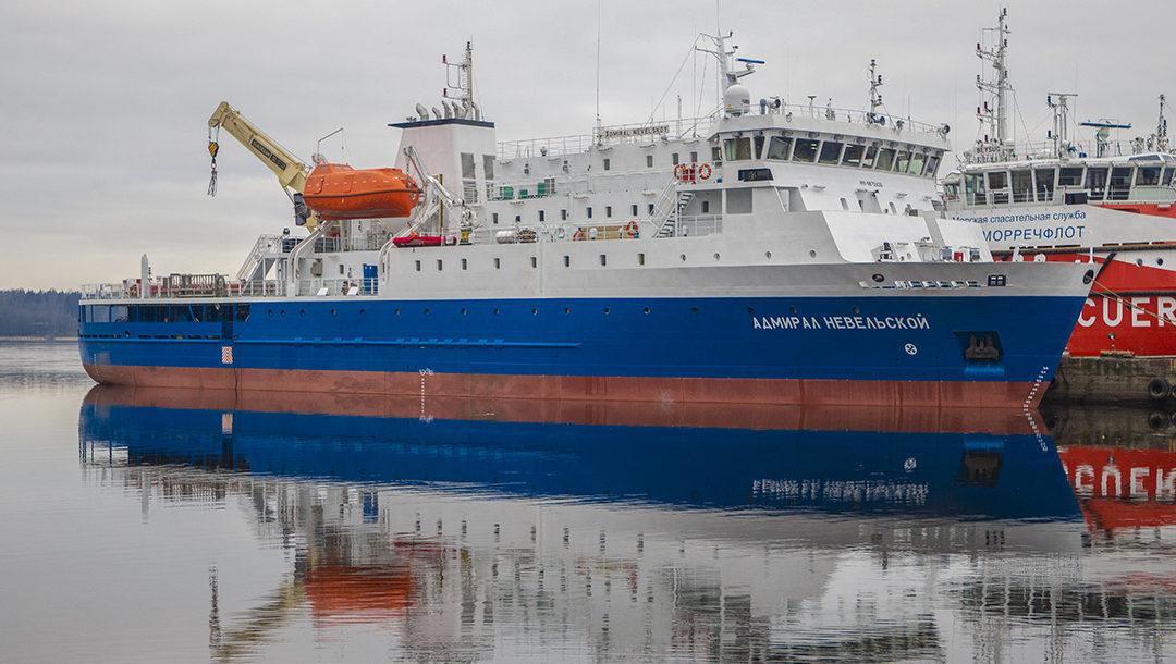 Грузопассажирский паром «Адмирал Невельской» проекта PV22 вышел в свой первый рейс