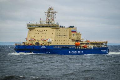 На ледоколе «Виктор Черномырдин» подняли государственный флаг