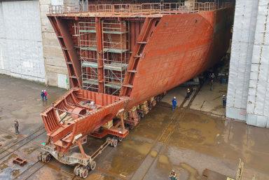 В Калининграде выкатили из эллинга корпус самого большого строящегося траулера в России