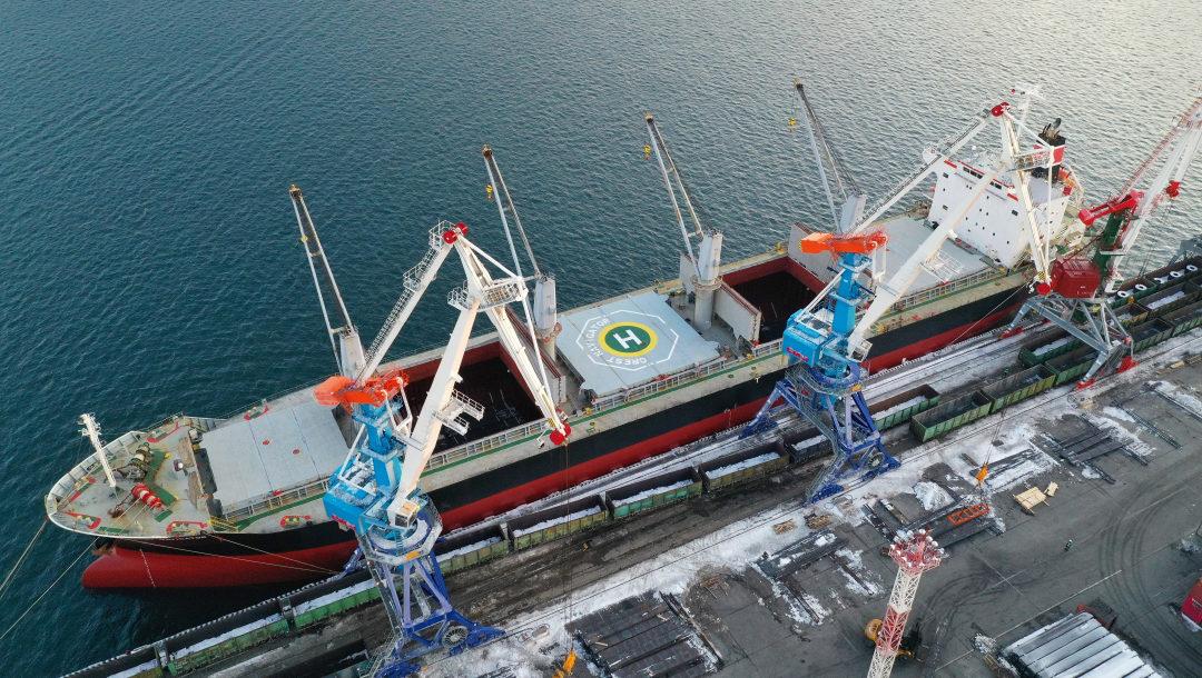 ЗАО «СММ» сдало в эксплуатацию 2 портальных крана «Витязь» в порту Владивосток