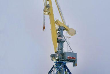 Новый портальный кран «Аист» появился на берегу Шексны