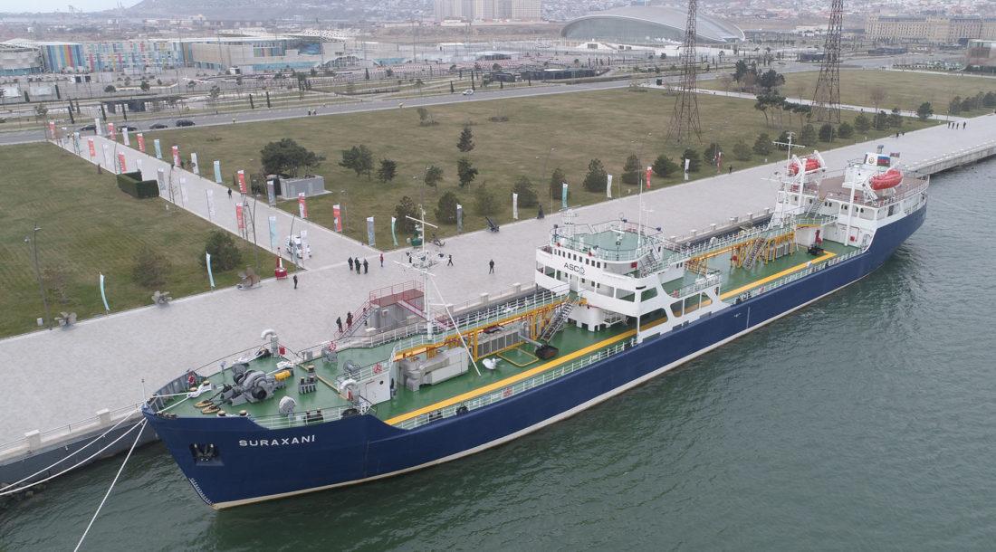 В Баку состоялось открытие танкера-музея «Сураханы»