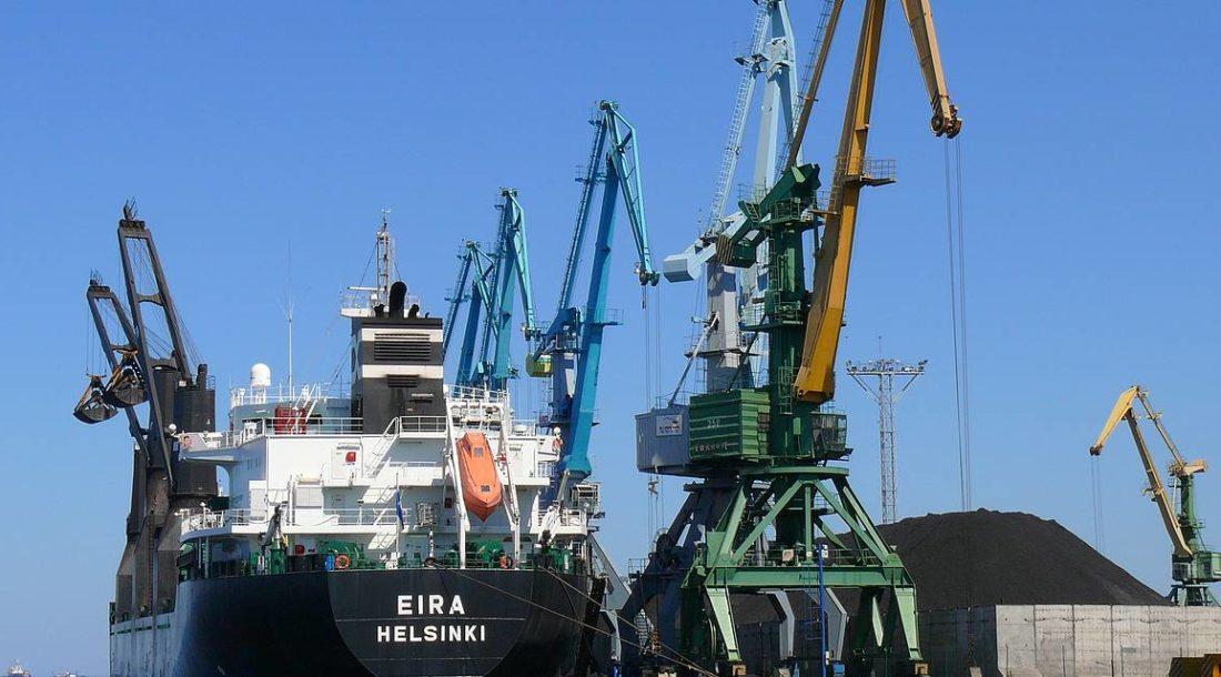 Владимир Путин внес поправки в закон о морских портах