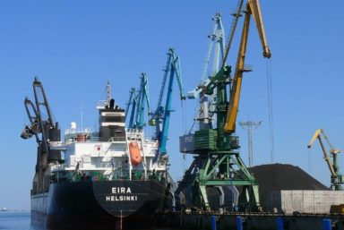 Универсальный перегрузочный комплекс Усть-Луга направил на развитие более 21 млн руб.