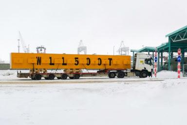 В порт «Бронка» прибыла траверса грузоподъемностью 500 тонн