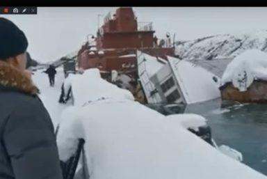 В Видяево затонула плавучая мастерская