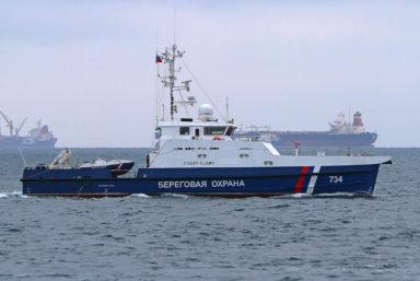 На сторожевых кораблях «Гриф» и «Сарыч» проекта 03050 подняли флаг