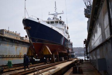 Восточная верфь начала швартовные испытания двух пограничных сторожевых кораблей проекта 10410 «Светляк»