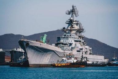 ТАРКР «Адмирал Лазарев» прибыл на 30-й судоремонтный завод для утилизации