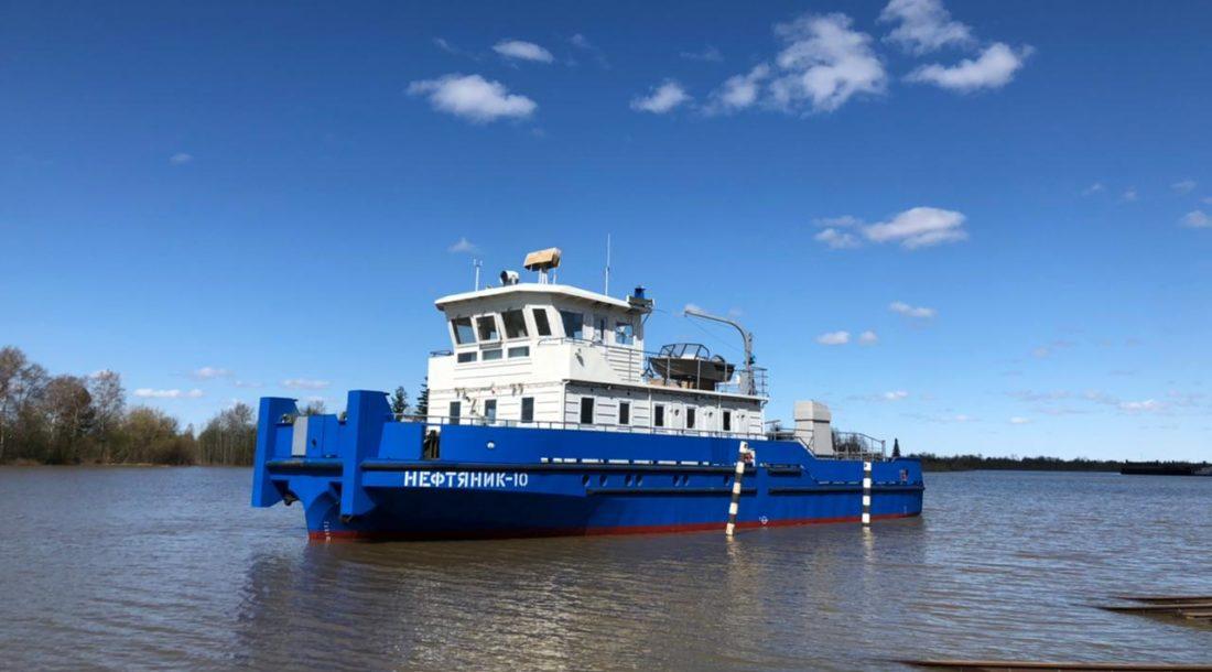 Самусьский ССЗ спустил на воду два буксира-толкача и элемент наплавного моста