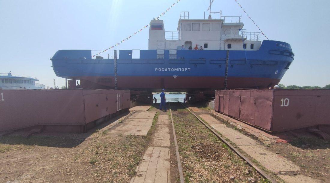 На Балаковском ССЗ состоялся спуск на воду гидрографического катера «Юрий Бабаев» проекта Е35.Г