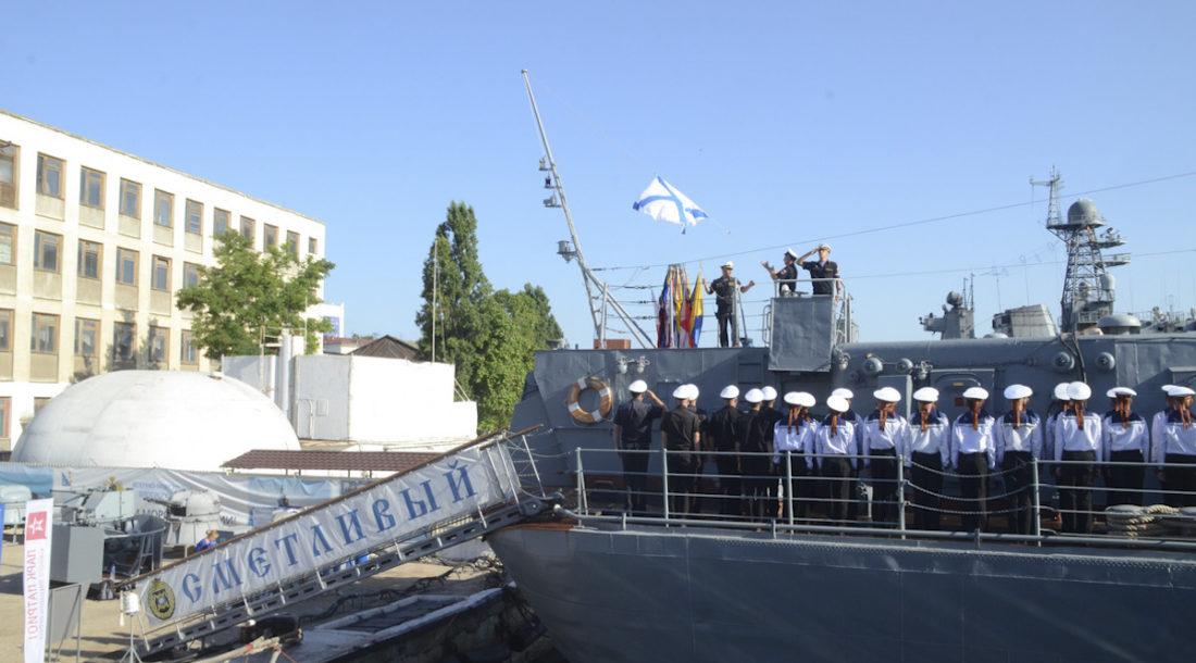 На корабле-музее «Сметливый» подняли Андреевский флаг