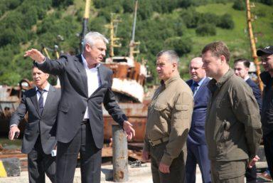 Полпред Президента РФ в ДФО поручил ускорить приведение в порядок Магаданского рыбного порта
