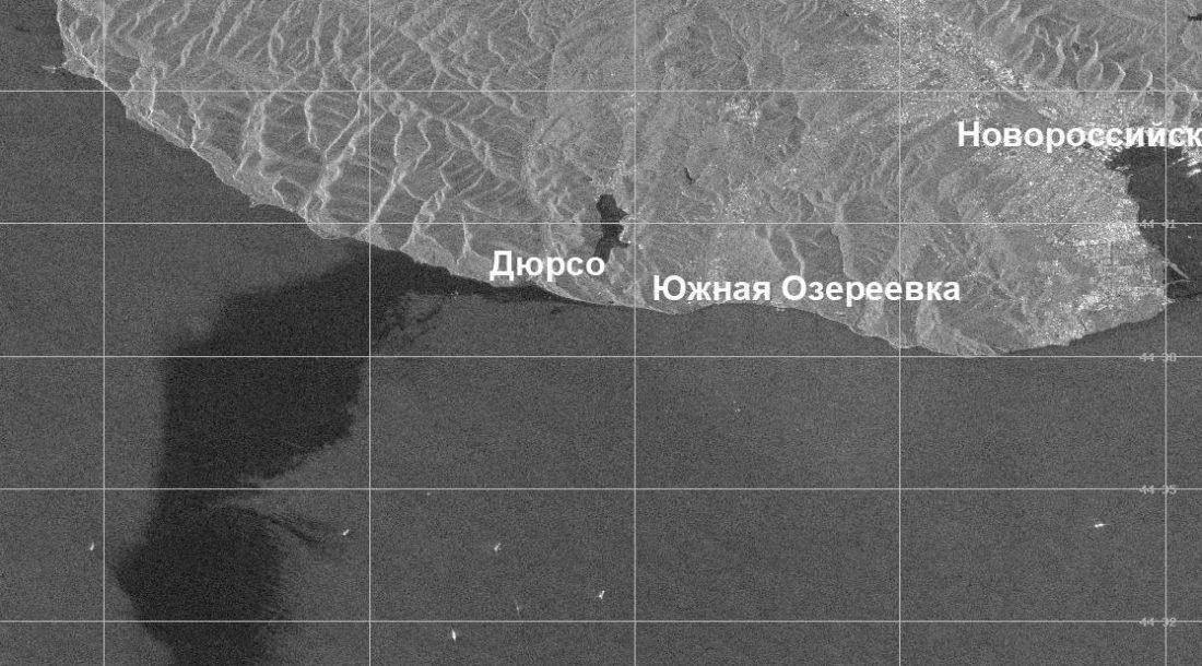 Площадь нефтяного загрязнения в районе Новороссийска составляет почти 80 кв. км.