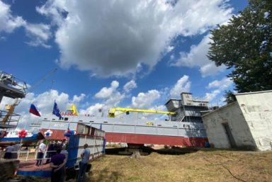 В Ярославле спустили на воду земснаряд «ДС-01» проекта RDB 66.42