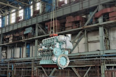 Хабаровский СЗ погрузил главный двигатель на заказ №141 проекта 03141