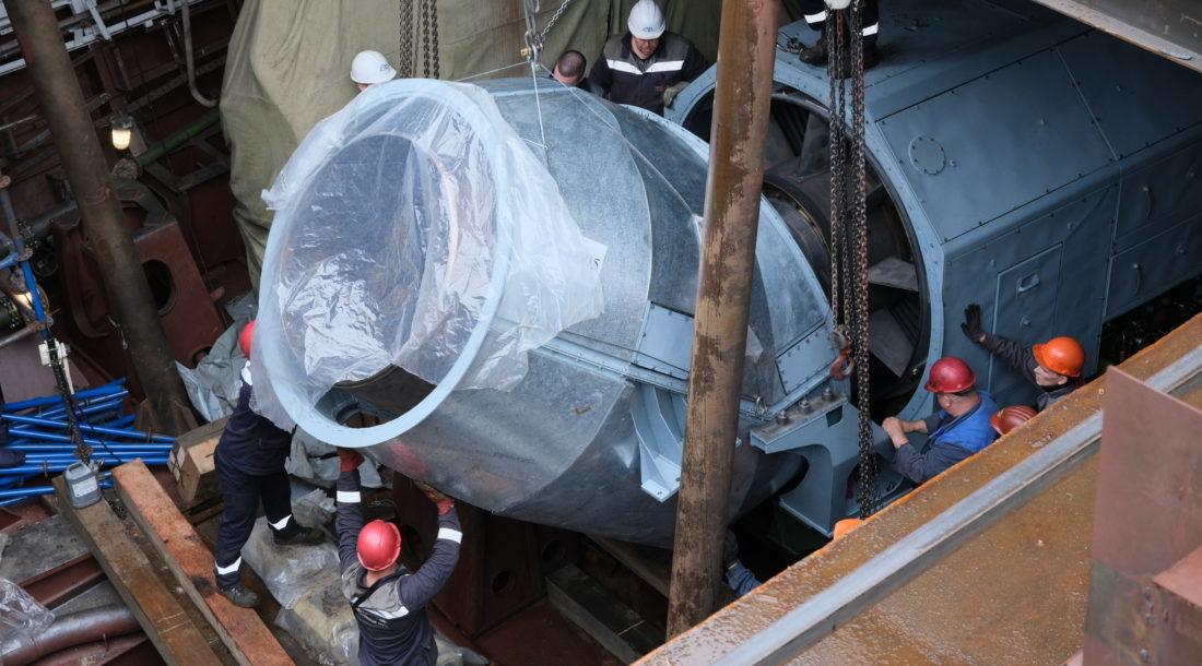 На «Северной верфи» погрузили турбины и редукторы ГЭУ на фрегат «Адмирал флота Советского Союза Исаков»