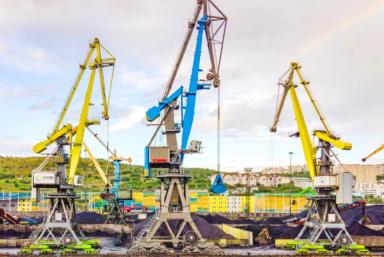 Компания «СММ» поставила Мурманскому морскому торговому порту портальный перегрузочный кран «Витязь»
