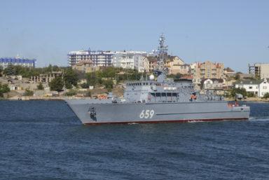Новейший тральщик «Владимир Емельянов» проекта 12700 прибыл к месту постоянного базирования в Севастополь