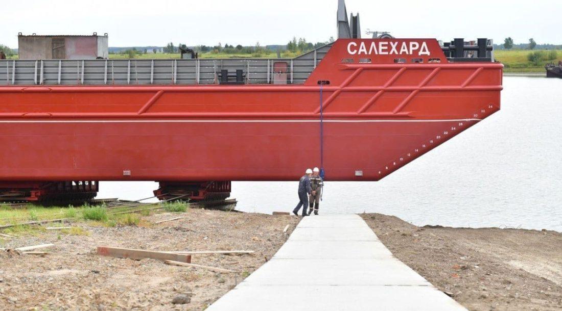 В Тобольске спустили на воду баржу «Салехард» проекта SBD 11018