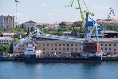 На плавкране «Севастополь» проекта ПК-400 завершился монтаж грузовой стрелы