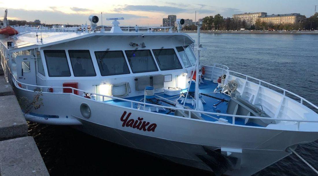 Первое отечественное пассажирское речное судно «Чайка СПГ» передали заказчику